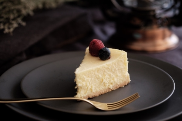 How long does cheesecake last in the fridge